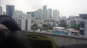 Pala Bangkokia junamatkalta lentokentältä kylille.