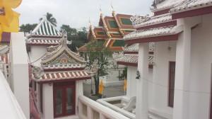 Wat Bavorn Niwet -temppelin kauniita rakennuksia.