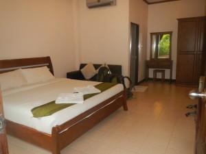 Sea Breeze Hotellin huone.