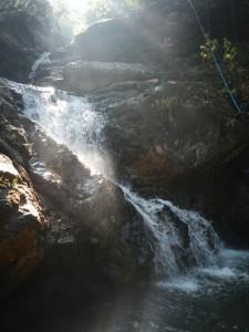 Knong Nonsi vesiputous. Kuva ei oikein anna oikeutta paikalle, makee paikka tämäkin. Paikalla oli meidän lisäksi vain yksi pariskunta.